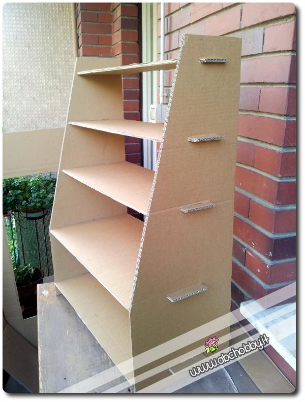 Espositore in cartone la guida agli hobby - Costruire mobili in cartone ...